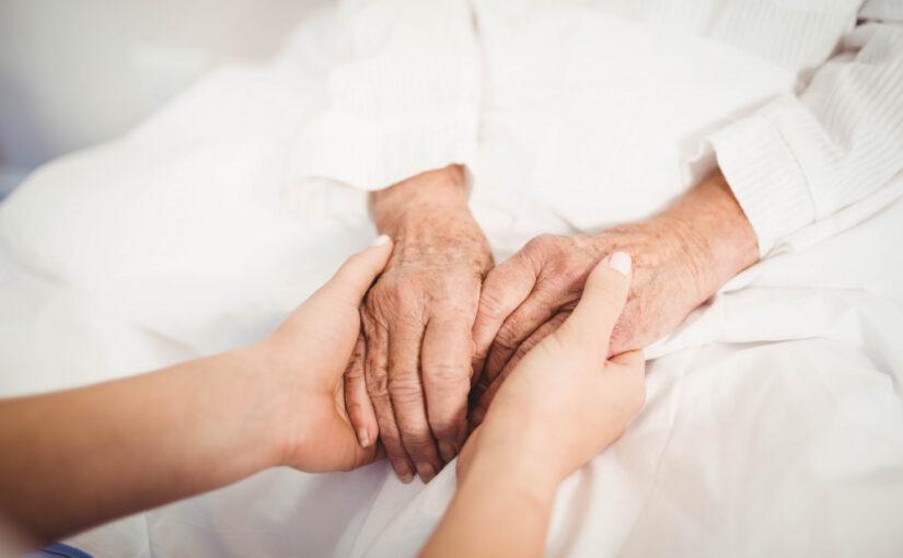 איך מיטה סיעודית יכולה לשנות את חייהם של קשישים וחולים?